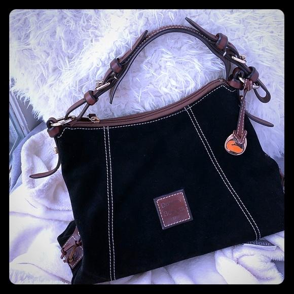 Dooney & Bourke Handbags - Sophisticated Dooney & Bourke bag🌈